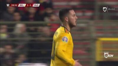 Tiro desviado de Eden Hazard