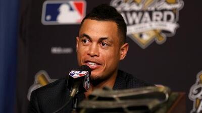 Giancarlo Stanton fue presentado por los Yankees