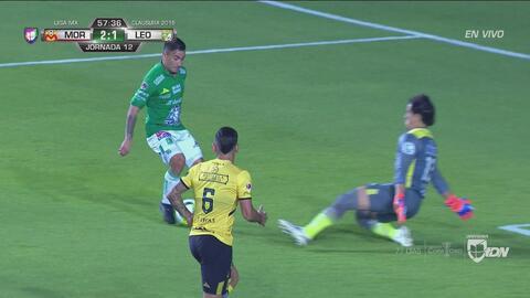 José Juan Macías filtró gran balón para Jean Meneses que casi hace el 2-2