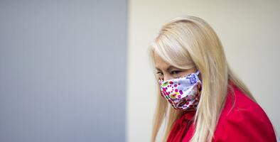 Gobernadora anunciará nuevas medidas contra el coronavirus ante el alza de contagios