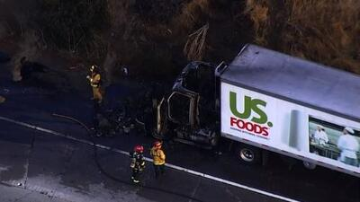 Camión de carga se incendia sobre la autopista 580 en dirección oeste en Dublin