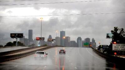 Cielos parcialmente nublados y posibilidades de lluvia para este domingo en Houston