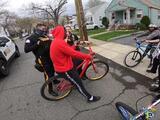 Causa indignación video de policías confiscando bicicletas de jóvenes en Nueva Jersey