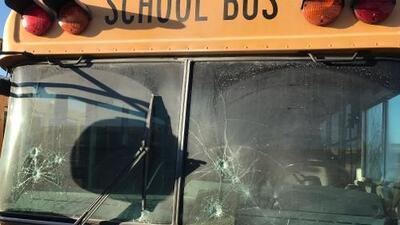 Vándalos destruyen buses escolares por tercera vez en el distrito de Merced