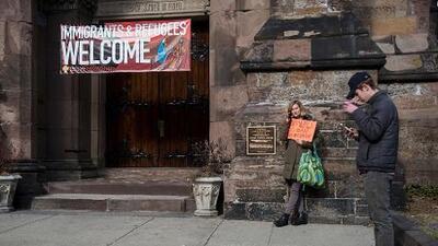 La dura batalla entre una iglesia 'santuario' y un alcalde que quiere obligarla a colaborar con ICE