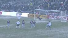 Tim Howard ataja un penal, pero Diego Valeri anota en el contra remate, Colorado 1-1 Portland