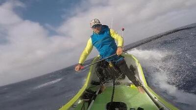 Este hispano se convirtió en la primera persona en cruzar el Océano Pacífico en un paddle board
