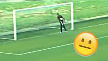 ¡Empezaron mal el año! Terrible error entre defensa y jugador en el fútbol de Tanzania