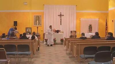 Miembros de la comunidad latina en Chicago se unen en oración por las víctimas del conflicto en Siria
