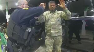 Virginia investiga si policías violaron los derechos civiles de militar hispano