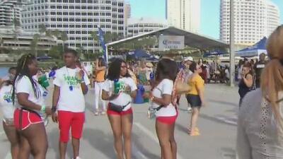 Con música, fiesta y comida en el downtown de Miami se celebra el tradicional 5 de mayo