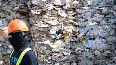 Aumentos al salario mínimo en California obligan al cierre de casi 300 centros de reciclaje