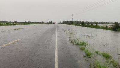 Las carreteras para llegar a Winnie, uno de los lugares más afectados por Imelda, están inundadas