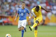 Mali's El Bilal Toure, right, kicks the ball during the quarter final match between Italy and Mali at the U20 World Cup soccer in Tychy, Poland, Friday, June 7, 2019. (AP Photo/Sergei Grits)