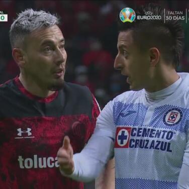 "¿Se molestó? Alvarado le dejó claro a Sambueza que ""no lo tocó"""