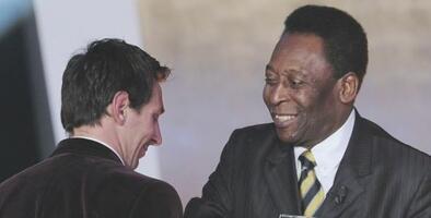 Messi le agradeció a Pelé por su mensaje tras igualar su marca