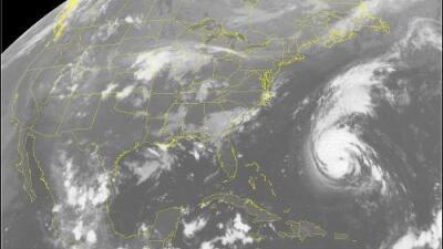 Florence se convierte en un huracán de categoría 4 y se espera que llegue a la costa este