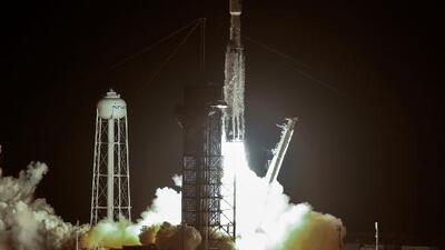 """La compañía SpaceX lanza su cohete Falcon Heavy y da inicio a una misión conocida como la """"más difícil"""" hasta el momento"""