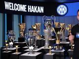 Hakan Calhanoglu firma contrato con el Inter, acérrimo rival del Milan, su exclub