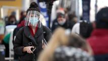 ¿Vas a viajar para Navidad? Sigue estos consejos para evitar contagiarte con coronavirus mientras te movilizas