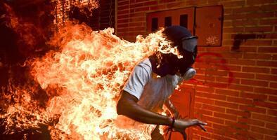 """""""Venezuela tiene que salir de este infierno"""", reclama el manifestante cuya imagen en llamas le dio la vuelta al mundo"""