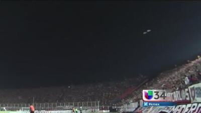 ¿Ovni sobrevoló por estadio de fútbol?