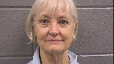 Detienen a 'polizona serial' en aeropuerto de Chicago