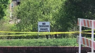 Hallan cuerpo de un hombre sin vida sobre una alcantarilla al norte de Austin