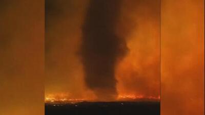 Increíble tornado en medio del fuego en Idaho