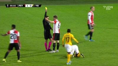 Tarjeta amarilla. El árbitro amonesta a Jan-Arie van der Heijden de Feyenoord