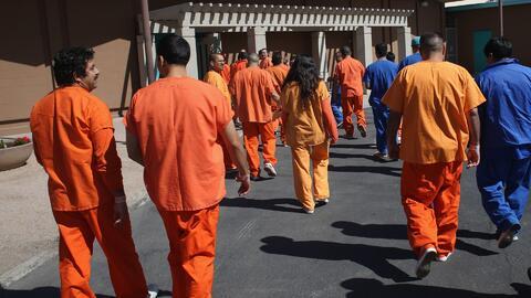 Demandan al Servicio de inmigración por impedir que inmigrantes detenidos en California cuenten con asesoría legal