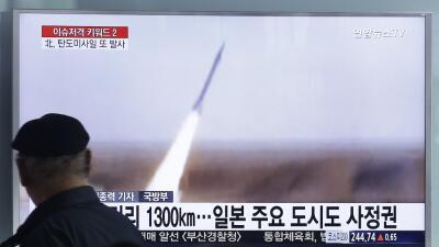 Corea del Norte lanza dos misiles y uno alcanza el mar de Japón