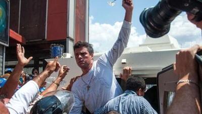 López comparece a audiencia preliminar en tribunal de Caracas