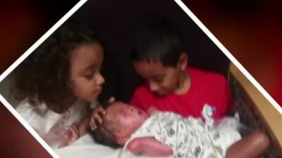 Después de 10 meses de llegar al mundo, un bebé que nació sin piel pudo ser abrazado por su madre