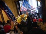 """Presentan la primera demanda contra Trump por """"incitar a la insurrección"""" en el asalto al Capitolio"""