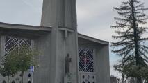 """""""No era justo que la casa de Dios permaneciera cerrada"""": feligreses celebran la reapertura de iglesias"""