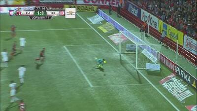 Reacción felina de García le niega el gol a Xolos