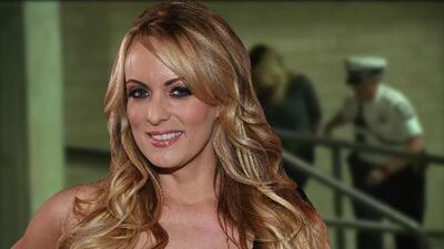 Imágenes del arresto de la actriz porno Stormy Daniels en un club de Ohio
