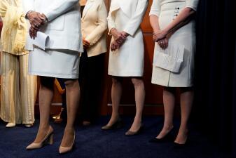 En fotos: Las congresistas demócratas asisten al discurso del Estado de la Unión vestidas de Blanco