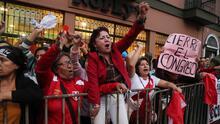 """Vizcarra anuncia la disolución del Congreso de Perú y el parlamento aprueba una moción de """"incapacidad temporal"""" del presidente"""