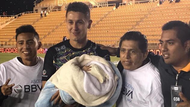 Jugadores de Alebrijes dedican el título a su familia