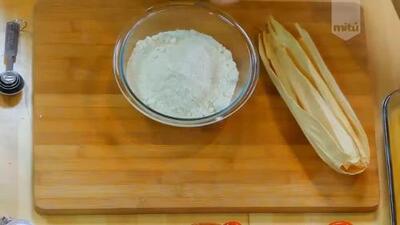 Prepara tamales de frijol en las fiestas