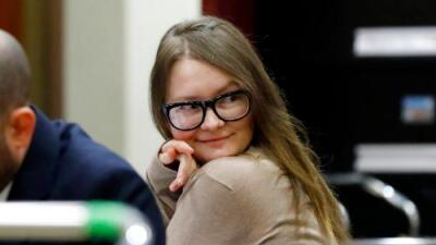 Quién es Anna Sorokin, la joven que fingió ser millonaria y estafó a amigos, bancos y hoteles