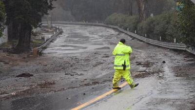Al menos un fallecido y nueve heridos tras fuertes tormentas, deslaves e inundaciones en California