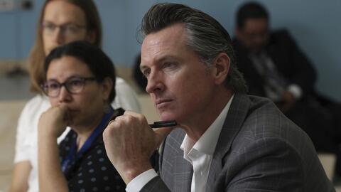 Violencia y migración: los temas que abordó el gobernador de California en su visita a El Salvador