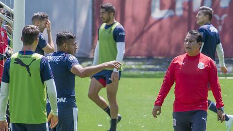¡Opinión de expertos! ¿Es Alberto Coyote el técnico indicado para Chivas?