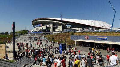 El dinero y el fútbol: los boletos a la Final de la Champions valen mas que un carro