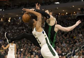 En fotos: resbalón sorpresivo de los Milwaukee Bucks en casa ante Boston Celtics
