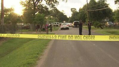 Buscan a sospechosos de haber asesinado a un hispano dentro de una vivienda en Channelview