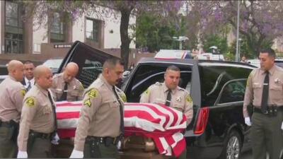 Dan el último adiós al agente del sheriff de Los Ángeles Joseph Solano con una emotiva misa y un concurrido funeral